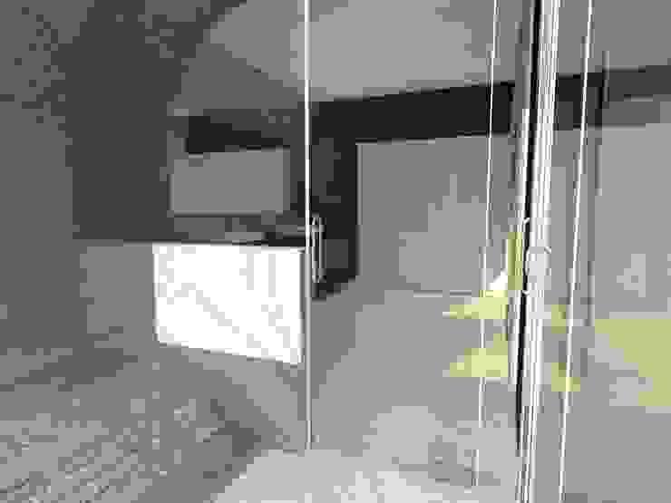 P14T2404 Baños modernos de Arq. Jacobo Smeke Moderno