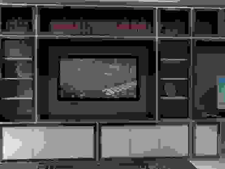 P14T2404 Salas multimedia modernas de Arq. Jacobo Smeke Moderno