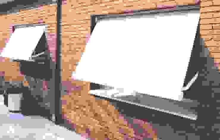 Clasico toldo de ventana de Comercial MecanoToldo S.L.U Mediterráneo