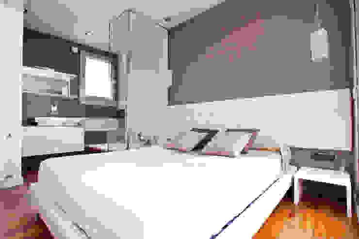 Moderne slaapkamers van Estatiba construcción, decoración y reformas en Ibiza y Valencia Modern