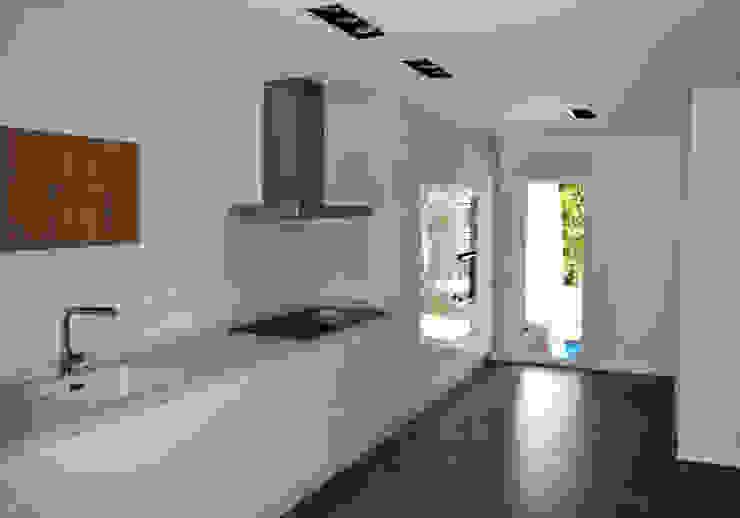 Expremiendo cada rincon Cocinas de estilo minimalista de ACA.Alfonso Cort Arquitecto Minimalista