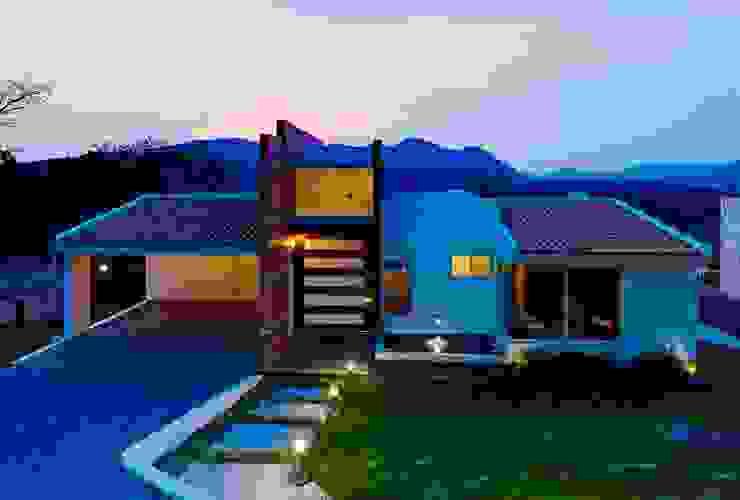 Modern Houses by Excelencia en Diseño Modern