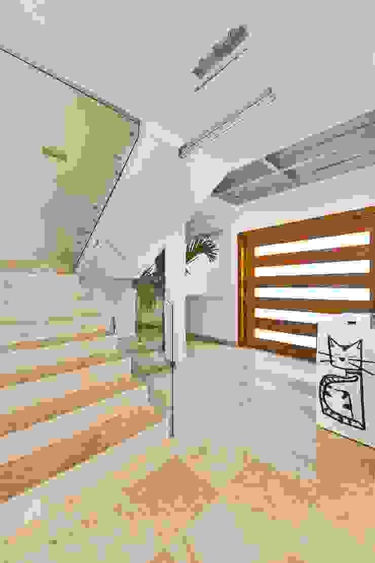 Casa NB Pasillos, vestíbulos y escaleras minimalistas de Excelencia en Diseño Minimalista