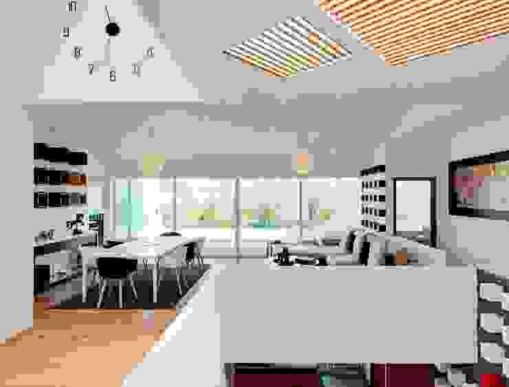 Moderne woonkamers van Excelencia en Diseño Modern