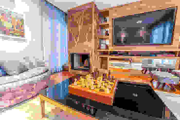 غرفة الميديا تنفيذ Liana Salvadori Arquitetura e Interiores