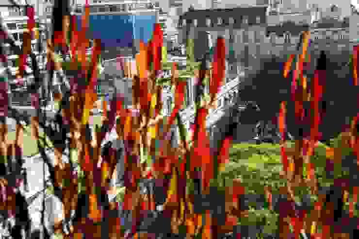 Un Balcón para una Coleccionista de Arte Estudio Nicolas Pierry: Diseño en Arquitectura de Paisajes & Jardines Balcones y terrazas modernos: Ideas, imágenes y decoración