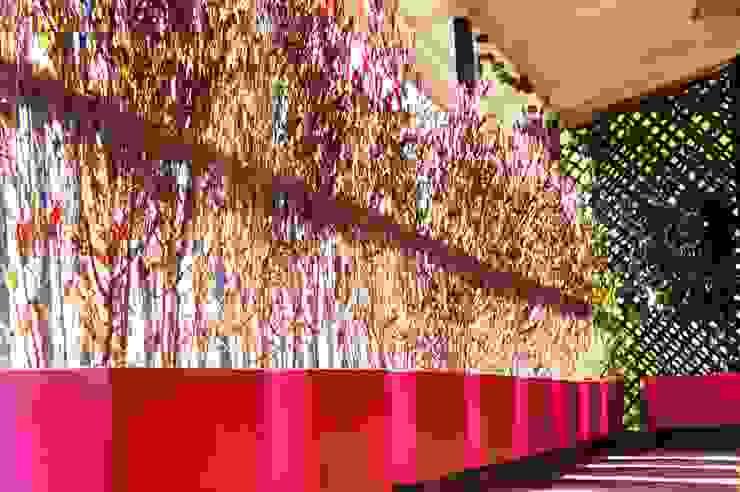 Un Balcón para una Coleccionista de Arte Balcones y terrazas modernos: Ideas, imágenes y decoración de Estudio Nicolas Pierry: Diseño en Arquitectura de Paisajes & Jardines Moderno