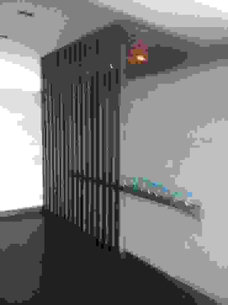 Modern Corridor, Hallway and Staircase by Arq. Jacobo Smeke Modern