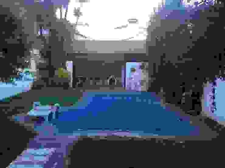 Reciclaje de un jardín con pileta descuidado de Estudio Nicolas Pierry: Diseño en Arquitectura de Paisajes & Jardines Moderno
