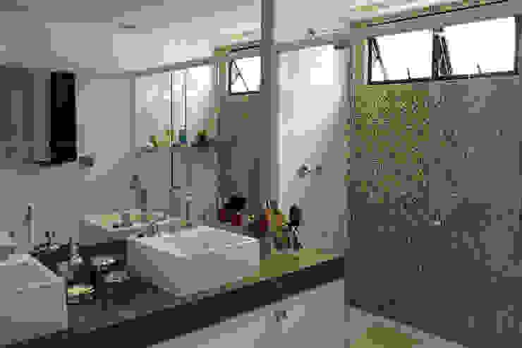 Residência Jaguaribe Banheiros modernos por Dauster Arquitetura Moderno