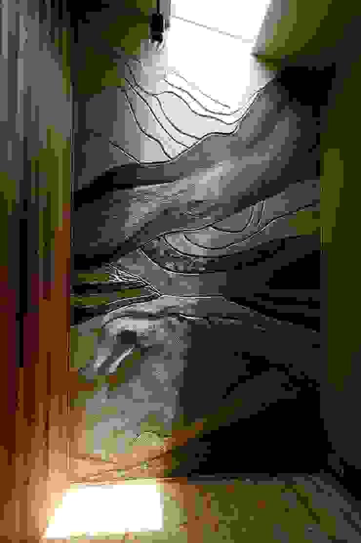 住い手が塗った壁: 後藤建築設計が手掛けた折衷的なです。,オリジナル