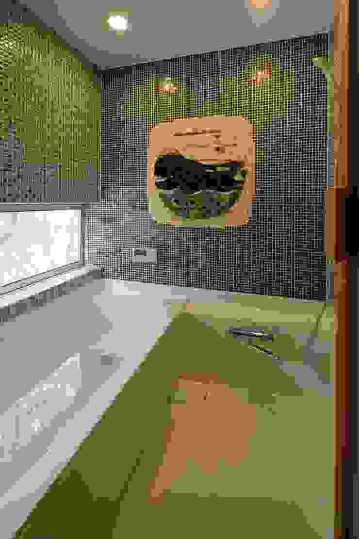 浴室: 後藤建築設計が手掛けた折衷的なです。,オリジナル