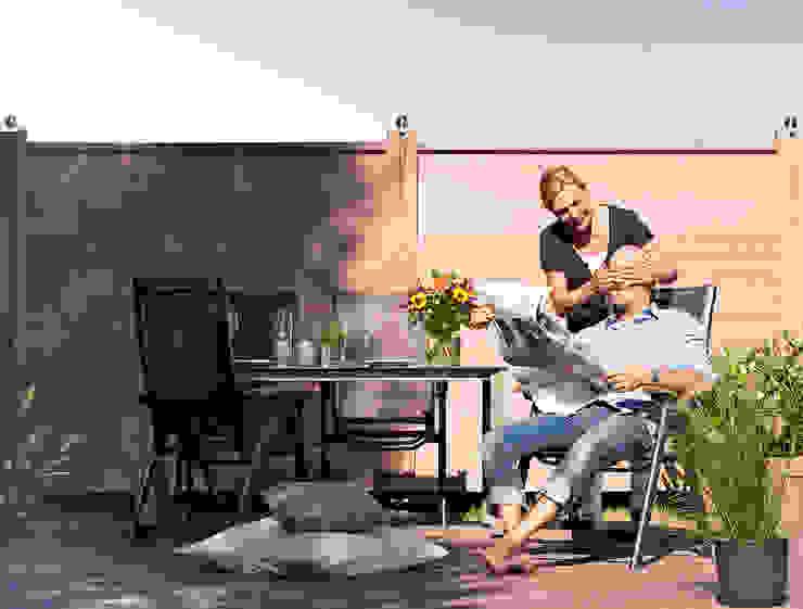 Sichtschutz megawood® naturbraun megawood - Das Terrassensystem Moderner Balkon, Veranda & Terrasse