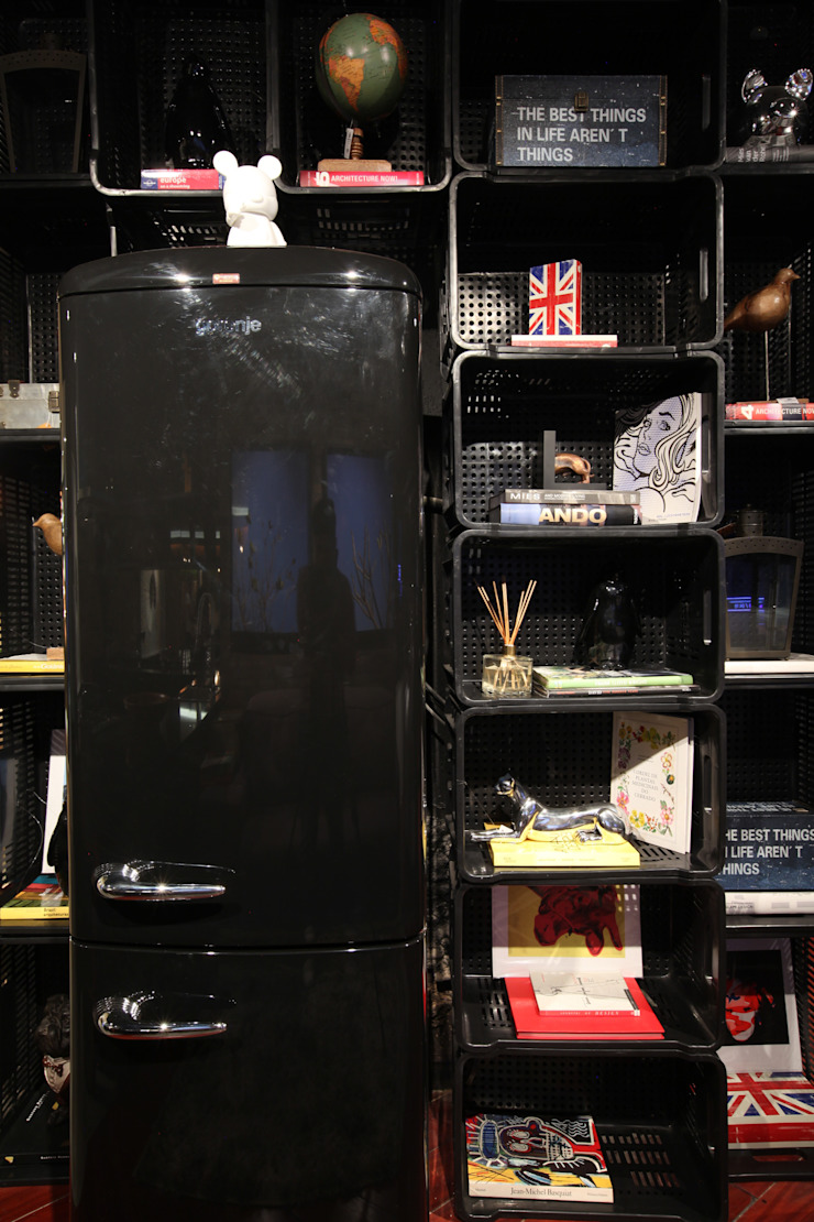 STUDIO BLACK:  industrial por STUDIO ANDRE LENZA,Industrial