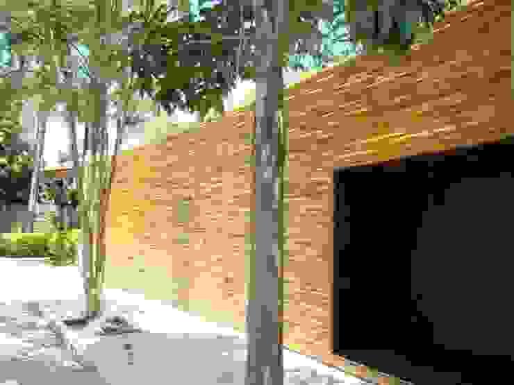 Bambu Carbono Zero e Arq. Isay Weinfeld Paredes e pisos minimalistas por BAMBU CARBONO ZERO Minimalista