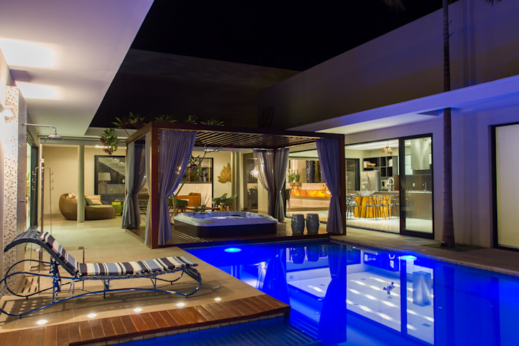 Lazer em estilo Bali. Piscinas modernas por RABAIOLI I FREITAS Moderno
