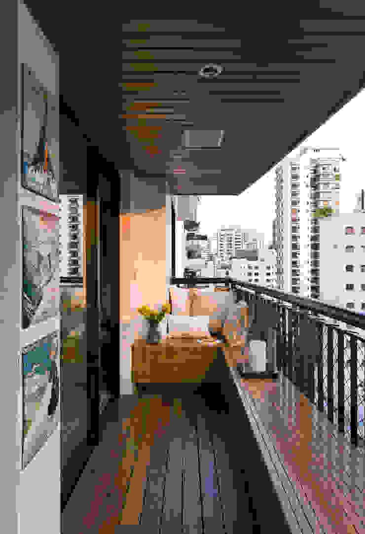Real Parque Loft Varandas, alpendres e terraços modernos por DIEGO REVOLLO ARQUITETURA S/S LTDA. Moderno