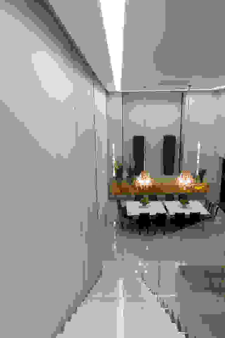 Living Salas de estar minimalistas por RABAIOLI I FREITAS Minimalista