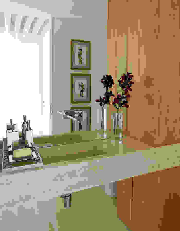 Panamby Apartment DIEGO REVOLLO ARQUITETURA S/S LTDA. Banheiros modernos