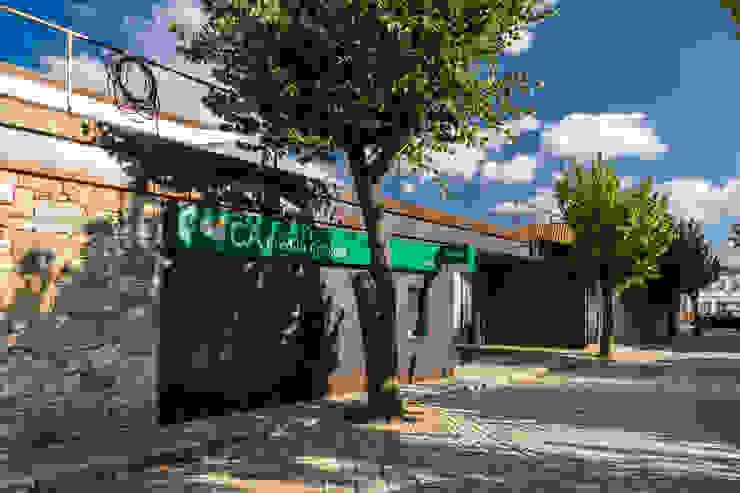 Agência Bancária - Favaios: Espaços comerciais  por Luis Barros Arquitectura,Minimalista