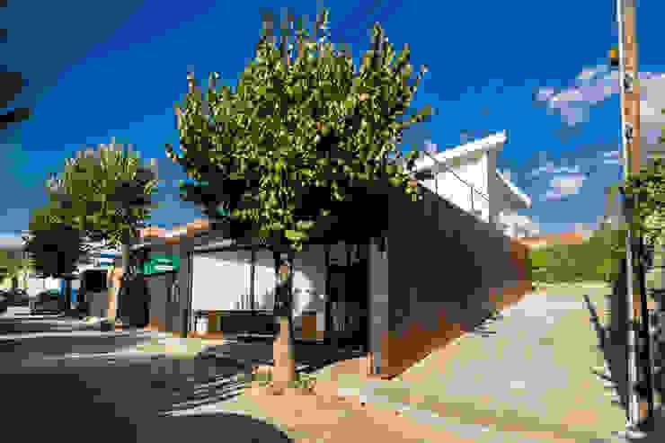 Agência Bancária – Favaios Espaços comerciais minimalistas por Luis Barros Arquitectura Minimalista