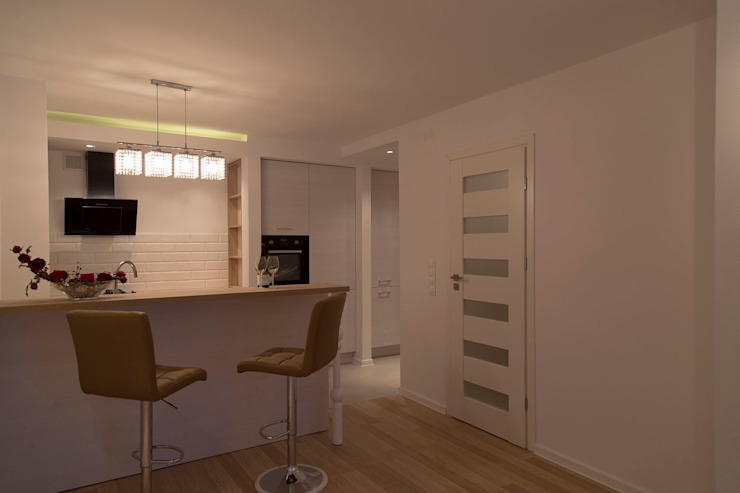 minimalist  by studio wnętrz URBAN-DESIGN, Minimalist