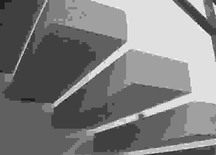 VIVIENDA UNIFAMILIAR. LAS ROZAS. MADRID. 2004 Pasillos, vestíbulos y escaleras de estilo minimalista de Bescos-Nicoletti Arquitectos Minimalista