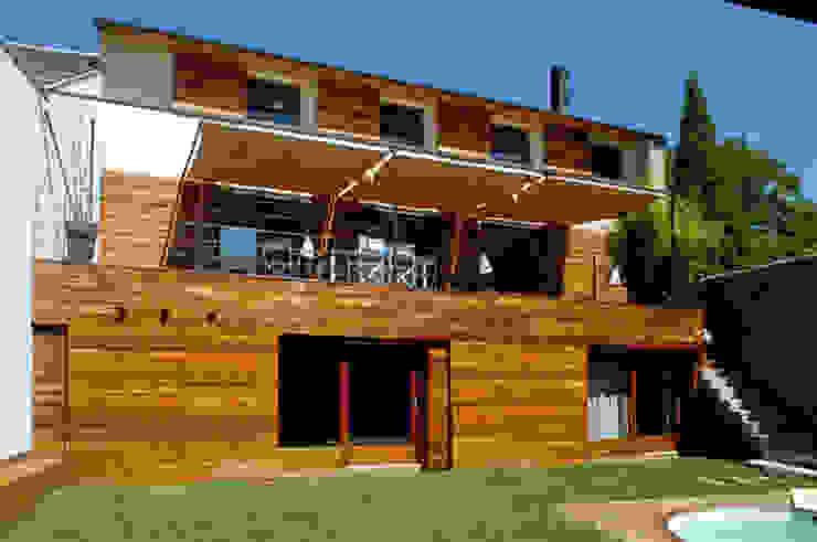 fachada interior a patio Casas de estilo rústico de homify Rústico