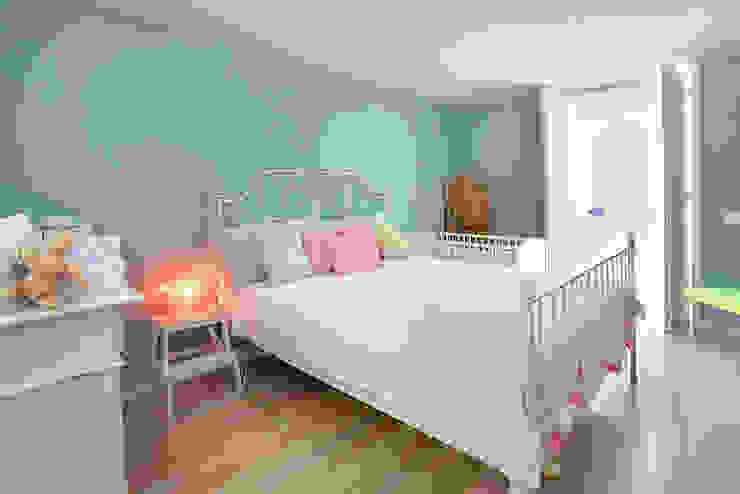 Camera da letto in stile mediterraneo di ROSA PURA HOME STORE Mediterraneo