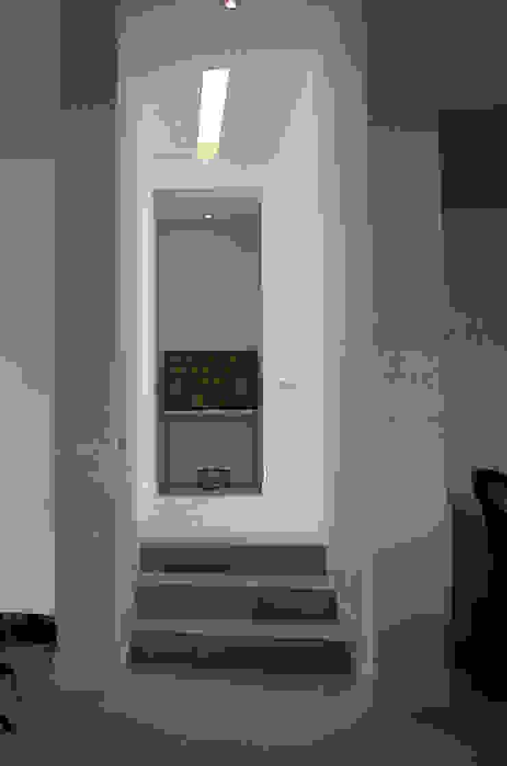 VIVIENDA UNIFAMILIAR. LAS ROZAS. MADRID. 2004 Paredes y suelos de estilo moderno de Bescos-Nicoletti Arquitectos Moderno
