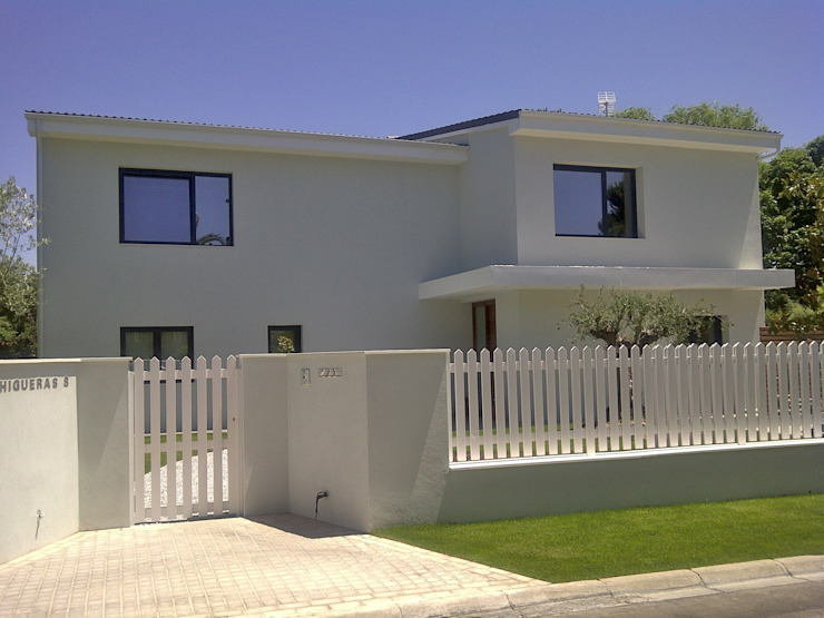 Casas modernas de Bescos-Nicoletti Arquitectos Moderno