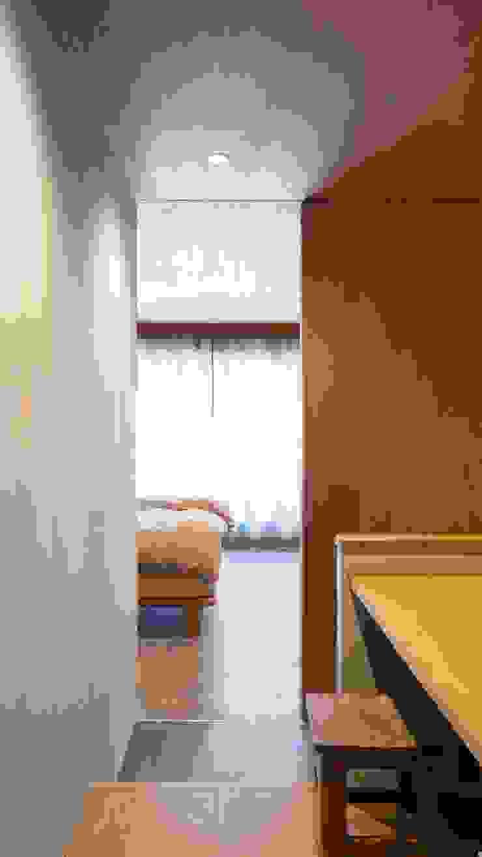 寝室: 株式会社 藤本高志建築設計事務所が手掛けた折衷的なです。,オリジナル