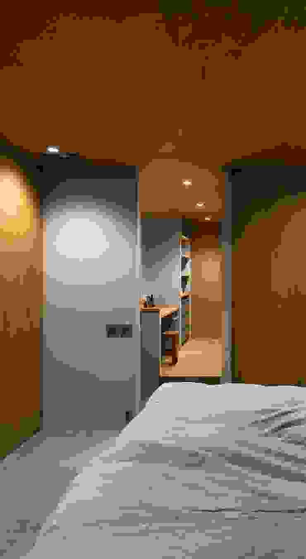ユーティリティ: 株式会社 藤本高志建築設計事務所が手掛けた折衷的なです。,オリジナル