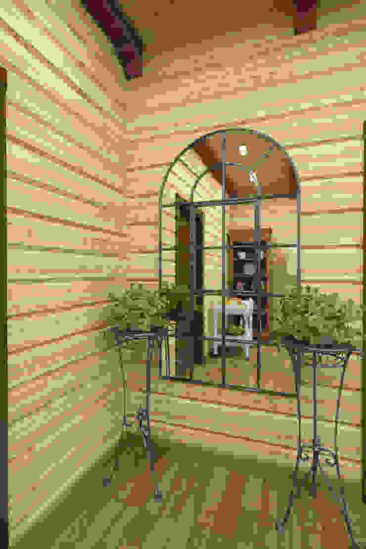 Дизайн-проект деревянного дома Коридор, прихожая и лестница в рустикальном стиле от Студия дизайна и декора Светланы Фрунзе Рустикальный