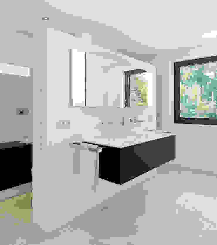 Minimalist style bathroom by Gritzmann Architekten Minimalist
