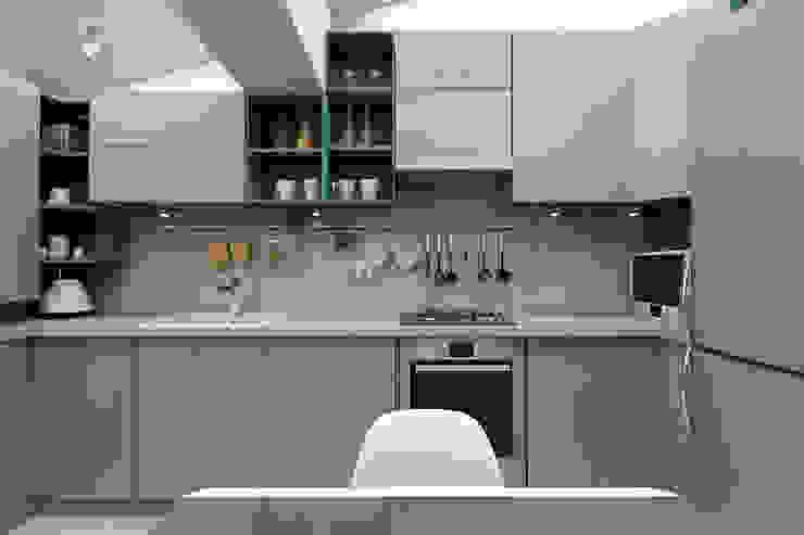 Мансардная квартира Кухня в стиле модерн от Студия дизайна и декора Светланы Фрунзе Модерн