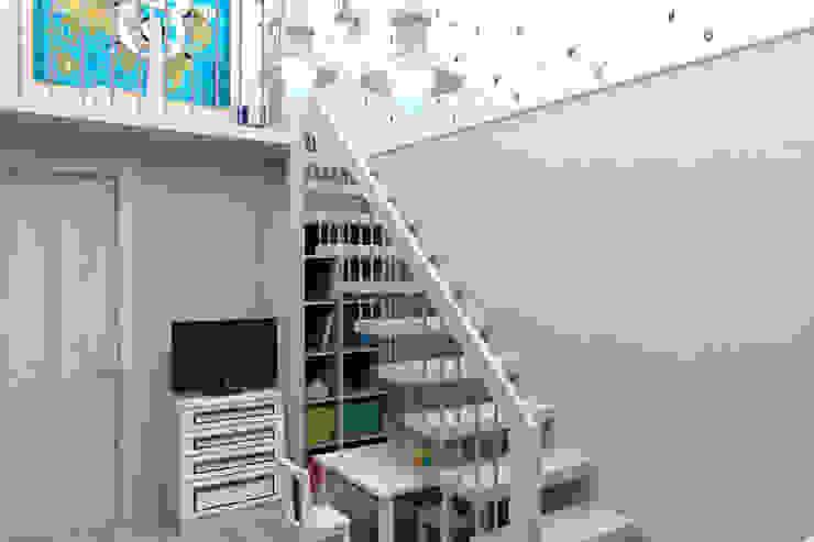Мансардная квартира Детская комнатa в средиземноморском стиле от Студия дизайна и декора Светланы Фрунзе Средиземноморский