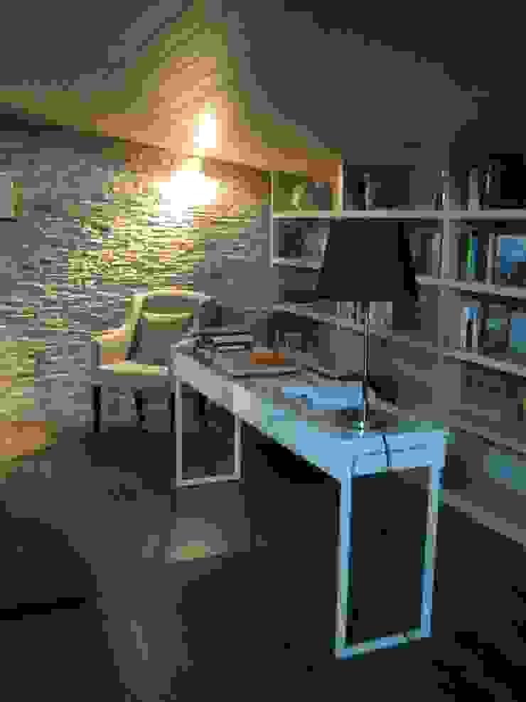 Da sottotetto ad abitazione privata francesca ravidà architetto | interior designer Soggiorno eclettico
