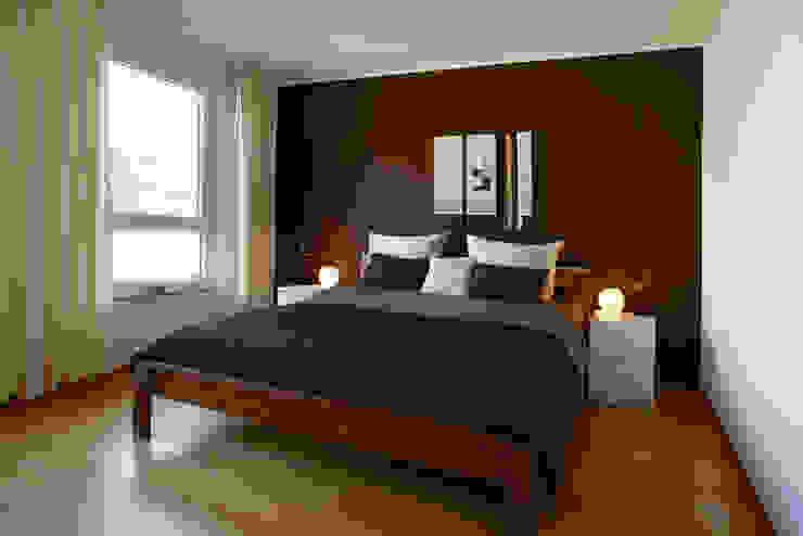 Elternschlafzimmer 1. OG Traumhaus das Original - Dirk van Hoek GmbH SchlafzimmerBetten und Kopfteile