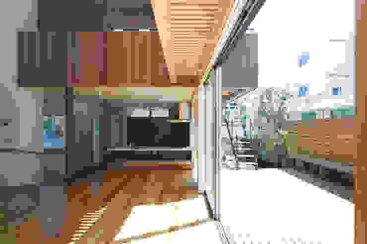 松本剛建築研究室 Eclectic style balcony, veranda & terrace