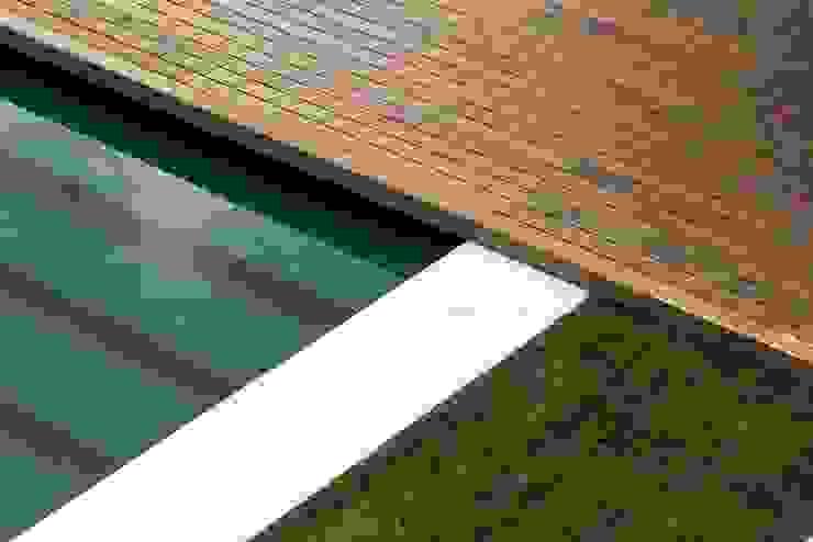 Casa na Beloura, Sintra Piscinas minimalistas por Estúdio Urbano Arquitectos Minimalista