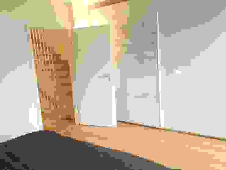 Traumhaus das Original - Dirk van Hoek GmbH Corridor, hallway & stairsStairs