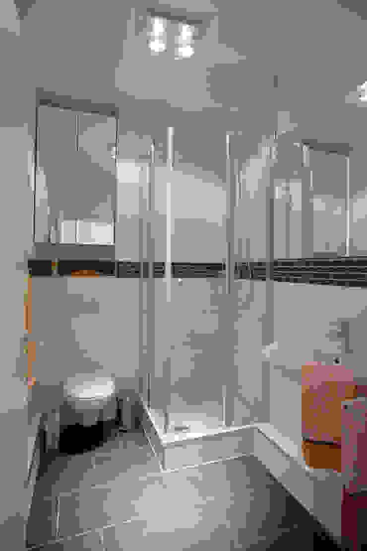 Traumhaus das Original - Dirk van Hoek GmbH BathroomBathtubs & showers