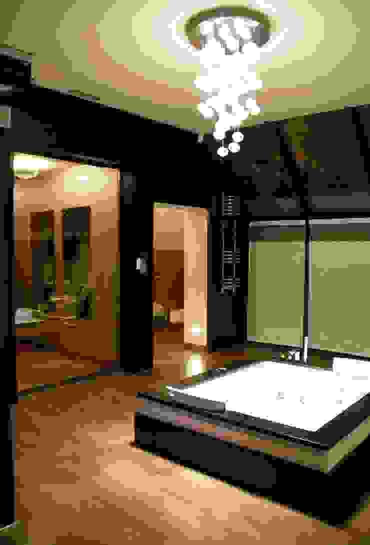 Dom z basenem w Krakowie Nowoczesna łazienka od Architektura Wnętrz Daria Zaremba Nowoczesny