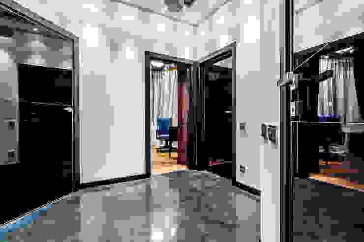 Квартира в ЖК <q>КОСМОС</q> Коридор, прихожая и лестница в стиле минимализм от Belimov-Gushchin Andrey Минимализм