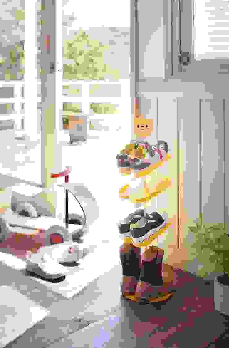 Schoenenrekjes voor kinderen: modern  door La Vie de Marie, Modern