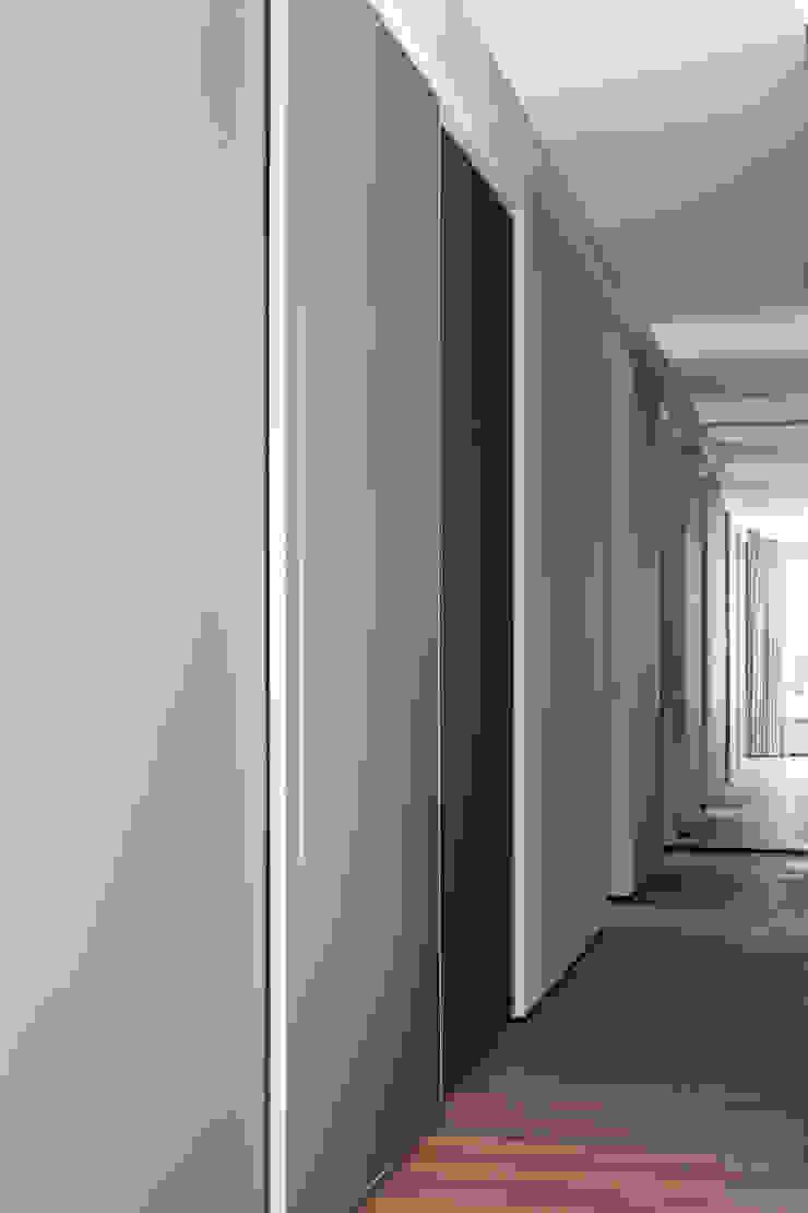 Casa em Itu Corredores, halls e escadas minimalistas por Consuelo Jorge Arquitetos Minimalista