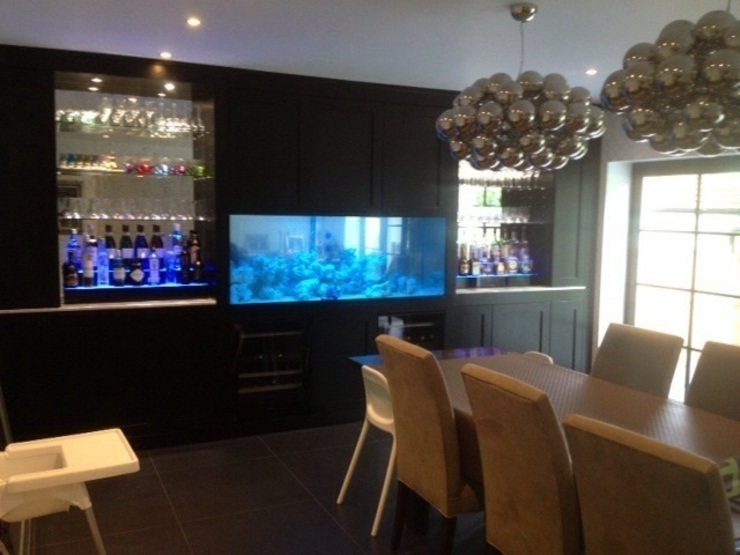Bar aquarium London Aquarium Services Salas de estilo moderno