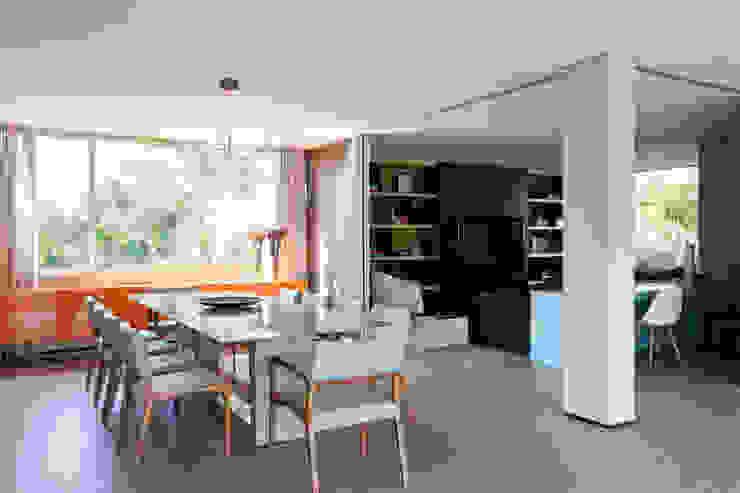 Minimalist dining room by Consuelo Jorge Arquitetos Minimalist