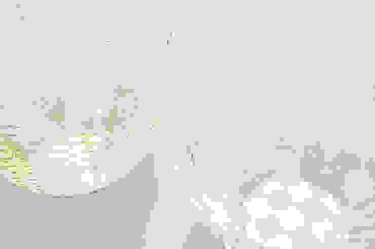 Air Vase zilver en goud: modern  door Kleuroptafel, Modern